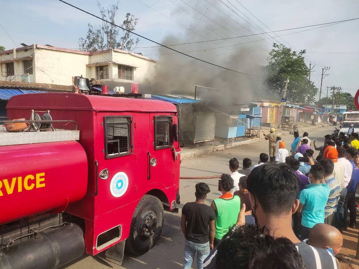 हजारीबाग के बरही में शिव शक्ति मार्केट में लगी आग, तत्परता से टला बड़ा हादसा