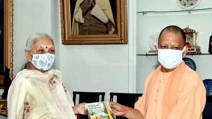 Yogi Cabinet Reshuffle : UP चुनाव के पहले हलचल हुई तेज! योगी सरकार के कई मंत्रियों पर गिरेगी गाज ? पीएम मोदी के करीबी देंगे आदित्यनाथ का साथ