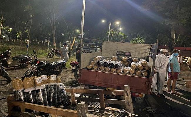 बिहार में लोकमान्य तिलक ट्रेन से उतारा गया 225 ऑक्सीजन सिलिंडर, कालाबाजारी के संदेह में प्रशासन ने किया जब्त