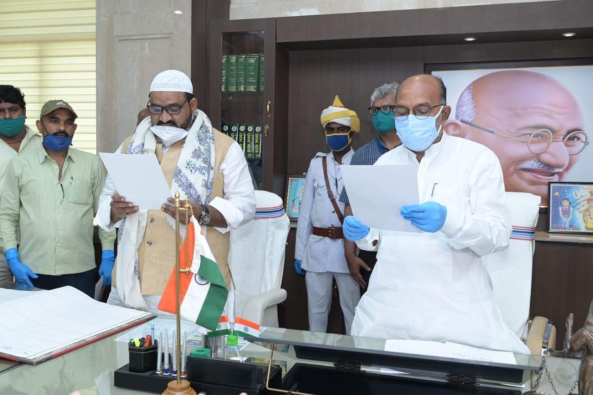 मधुपुर से झामुमो विधायक व झारखंड के अल्पसंख्यक कल्याण मंत्री हफीजुल हसन ने ली पद एवं गोपनीयता की शपथ, स्पीकर ने दिलाई शपथ