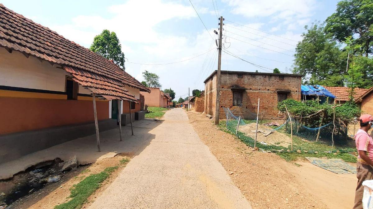 जमशेदपुर के हलुदबनी गांव में ग्रामीणों के स्वास्थ्य की हो रही अनदेखी, ना हो रही कोरोना जांच, ना लग रहा वैक्सीन