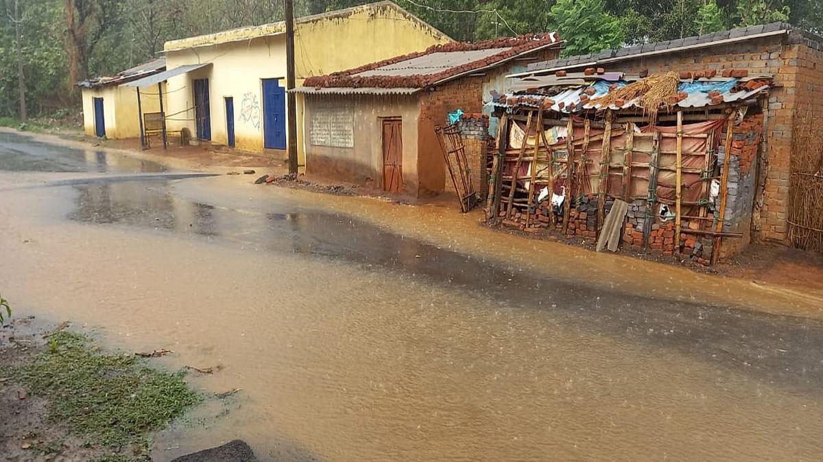 Cyclone Yaas in Jharkhand : झारखंड के खरसावां में बदला मौसम का मिजाज, अलर्ट मोड में प्रशासन, पुलिस कंट्रोल रूम ने जारी किये नंबर