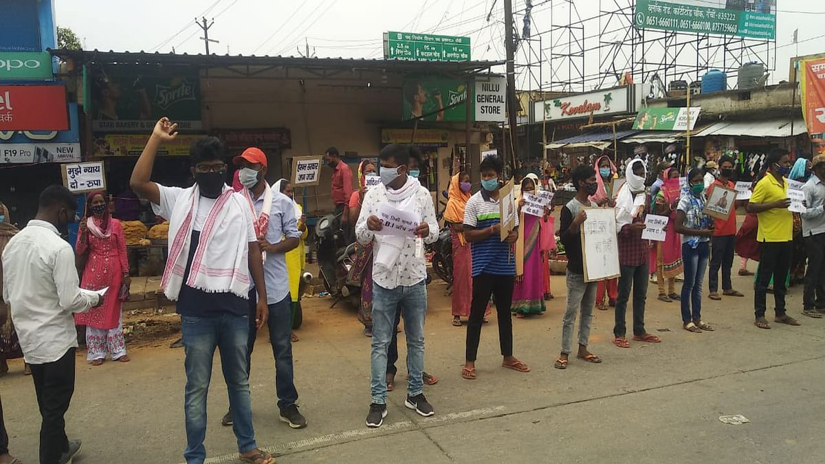 Jharkhand news : रांची के काठीटाड़ चौक में आदिवासी छात्र संघ का विरोध प्रदर्शन.