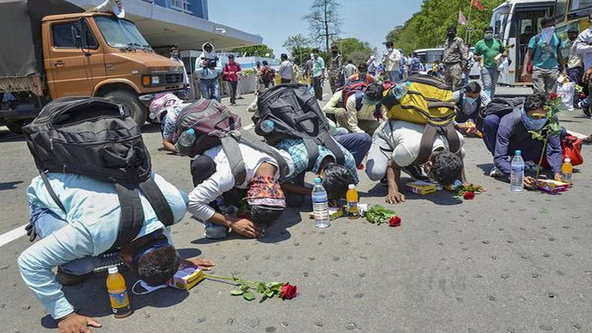 झारखंड के कोरोना संक्रमित प्रवासी मजदूरों के निधन पर परिजनों को मिलेगा मुआवजा, राज्य सरकार तैयार कर रही प्रस्ताव