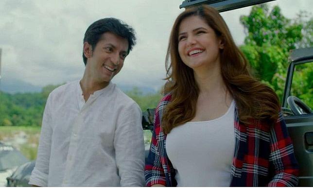 Hum Bhi Akele Tum Bhi Akele Review : मजा नहीं आया कसम से...