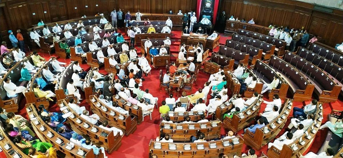 बंगाल विधानसभा से दो BJP के नवनिर्वाचित MLA का इस्तीफा, केंद्रीय नेतृत्व ने इस कारण लिया बड़ा फैसला