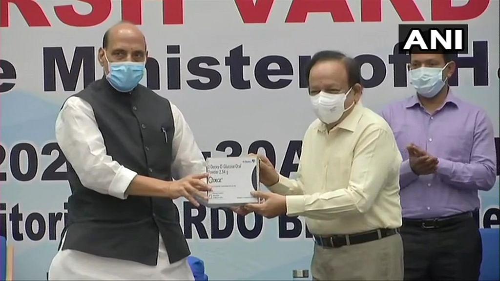 मार्केट में आ गयी कोरोना की स्वदेशी दवा, रक्षा मंत्री राजनाथ और डॉ हर्षवर्धन ने 2-DG दवा को किया लॉन्च
