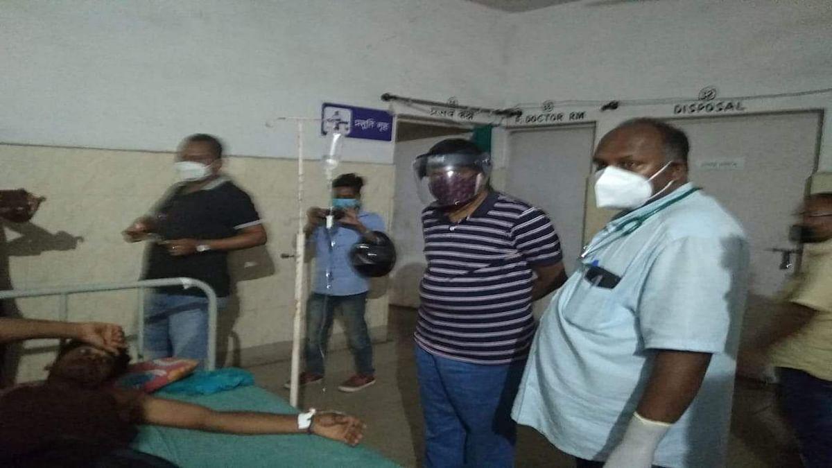 बोकारो के गोमिया में वज्रपात से पति-पत्नी समेत 3 की मौत, 4 गंभीर रूप से घायल, विधायक डॉ लंबोदर महतो पहुंचे हॉस्पिटल