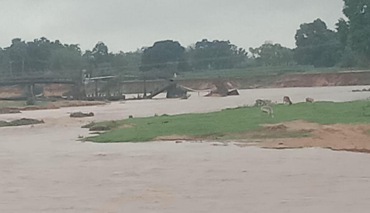 Jharkhand news : हजारीबाग के बड़कागांव क्षेत्र की कई नदियों में बढ़ा जलस्तर. ग्रामीणों को हो रही परेशानी.