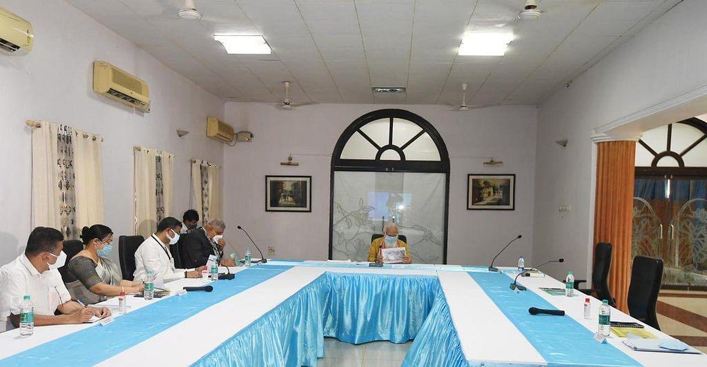 पीएम मोदी की रिव्यू मीटिंग में गैरमौजूद रहीं सीएम ममता बनर्जी