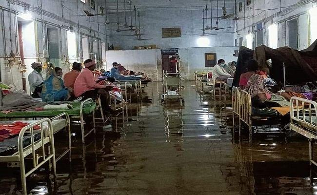 दरभंगा मेडिकल कॉलेज के ओपीडी में घुसा बारिश का पानी, लगातार बारिश से अस्पताल की स्थिति बनी नारकीय