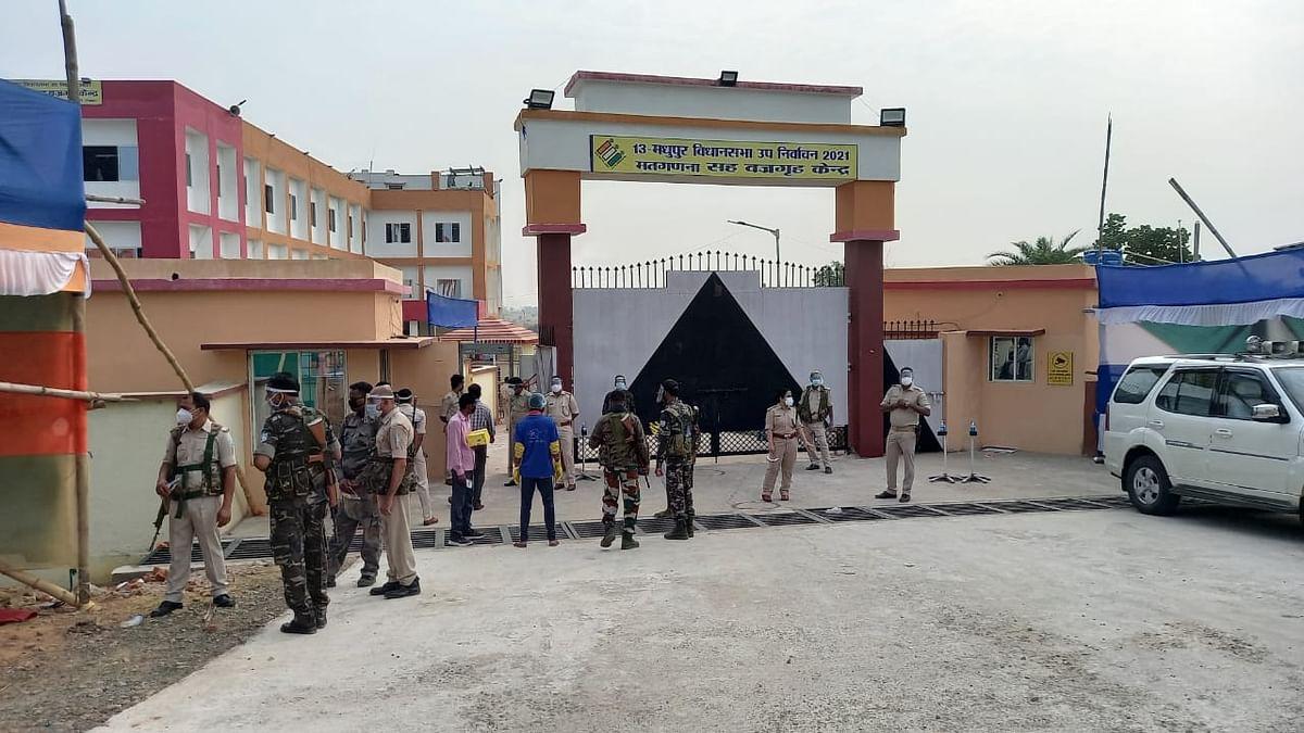 Madhupur By Election 2021 Result :  मधुपुर उपचुनाव में झामुमो गठबंधन प्रत्याशी हफीजुल हसन 5247 वोट से जीते, पढ़िए लेटेस्ट अपडेट