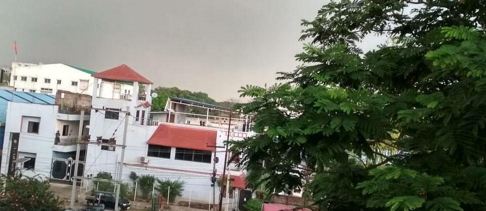 Jharkhand Weather Forecast : झारखंड के इन जिलों में बदलेगा मौसम का मिजाज, हल्की बारिश के साथ वज्रपात की आशंका, पढ़िए मौसम विभाग के वैज्ञानिकों का पूर्वानुमान