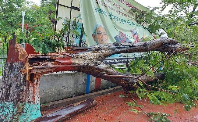Muzaffarpur Weather News:  मुजफ्फरपुर में तूफान का कहर, 36 घंटे से लगातार बारिश जारी, बिजली गुल होने से गहराया संकट