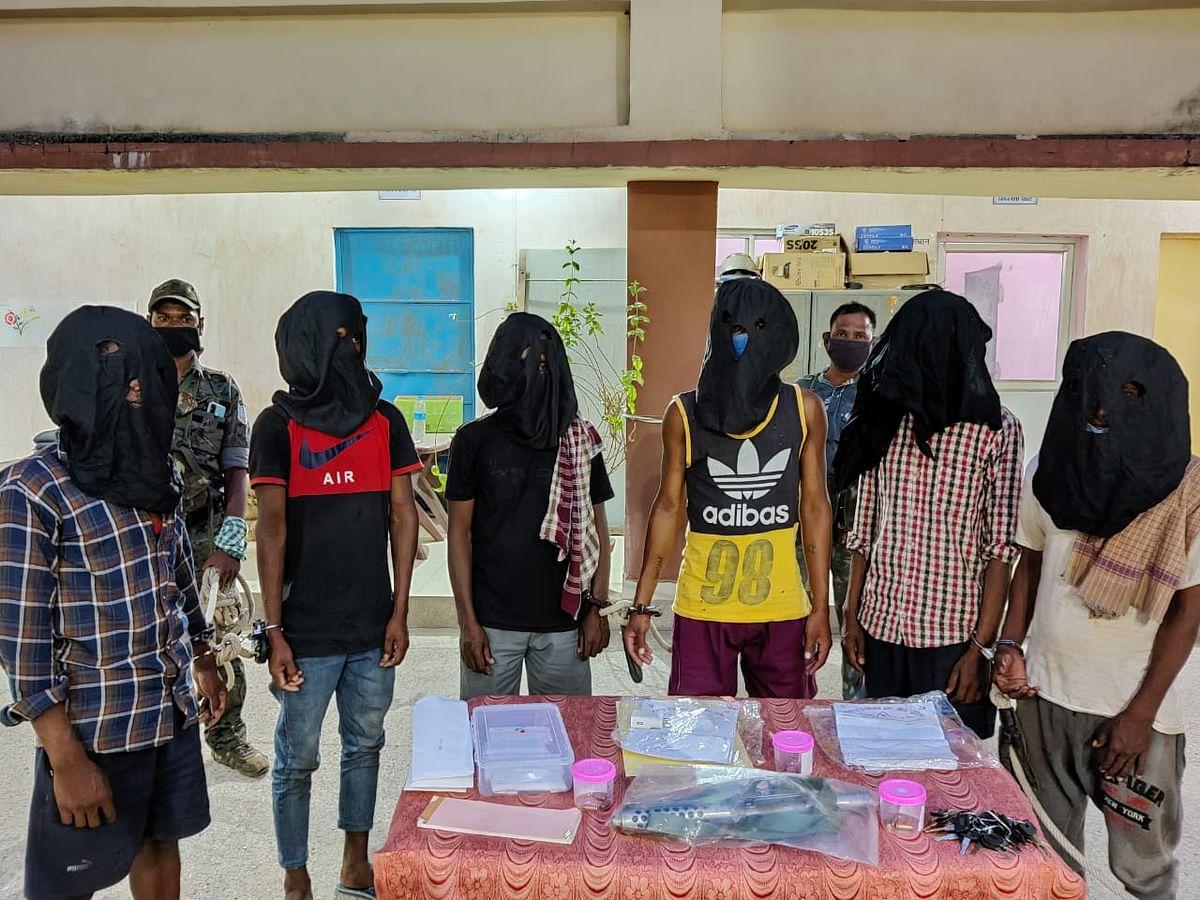Jharkhand Naxal News : झारखंड की चाईबासा पुलिस को मिली बड़ी कामयाबी, देसी हथियार के साथ नक्सली संगठन PLFI के छह नक्सली गिरफ्तार