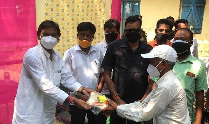 PM मोदी के नेतृत्व में NDA के सात साल पूरे, सेवा दिवस पर सभी पंचायतों से ऑनलाइन जुड़े खूंटी के सांसद सह केंद्रीय मंत्री अर्जुन मुंडा ने ग्रामीणों को दिया कोरोना किट
