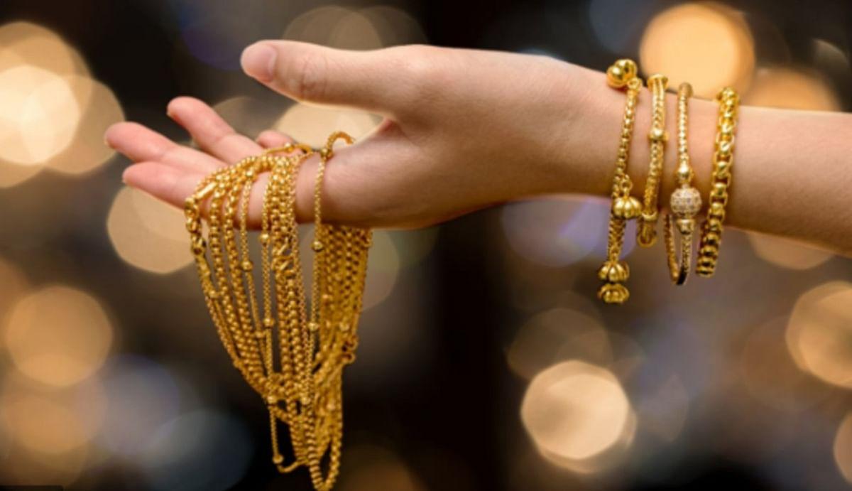 Gold Price : ग्लोबल ट्रेंड से बुलियन मार्केट में 333 रुपये महंगा हुआ सोना, चांदी में भी जबरदस्त उछाल, जानिए किस भाव बिका गोल्ड