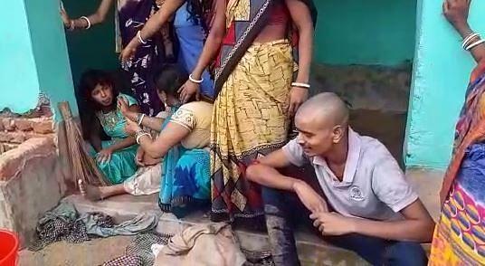 तांत्रिक के मायाजाल में फंसे गांववाले, श्मशान से दो लड़कियों को पकड़ा और डायन समझकर बाल काट डाले