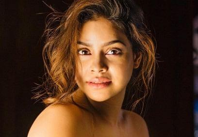 The Kapil Sharma Show की 'भूरी' की इन तसवीरों ने धड़काया फैंस का दिल, बॉडीकॉन ड्रेस में स्टनिंग दिखीं सुमोना