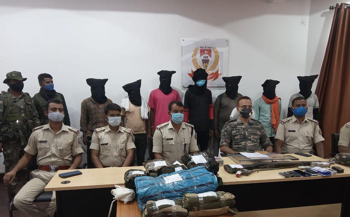 नक्सलियों के खिलाफ लातेहार पुलिस को मिली बड़ी सफलता, एक लाख के इनामी नक्सली समेत टीपीसी के सात उग्रवादी हथियार के साथ गिरफ्तार