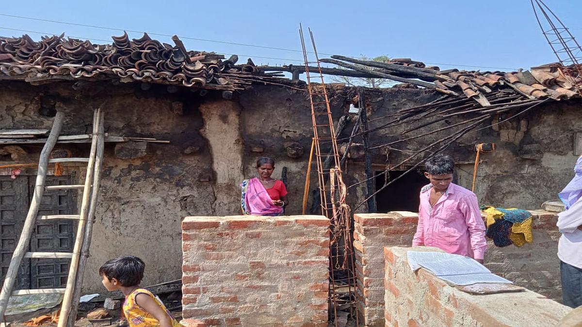 बोकारो के कसमार में 2 घर जले, नकदी समेत जमीन के कागजात जल कर हुए राख