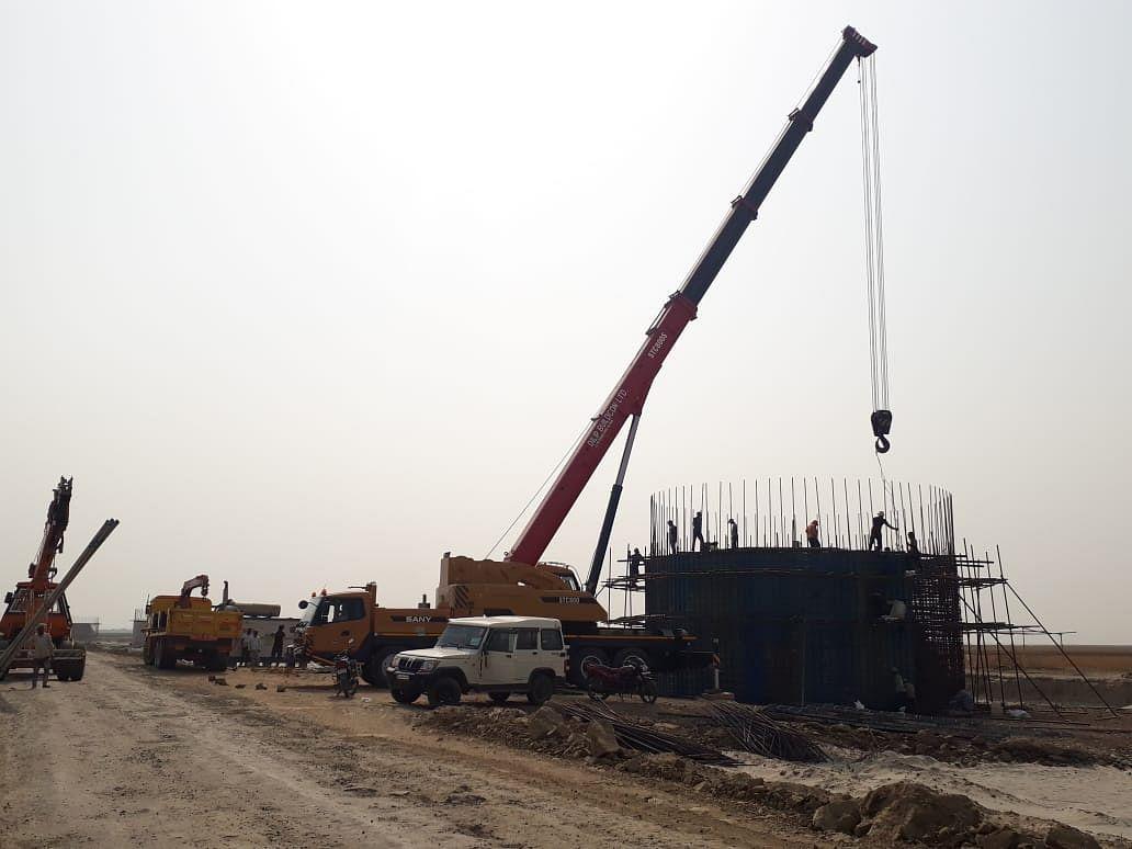 गंगा पुल का निर्माण कार्य जोरों पर