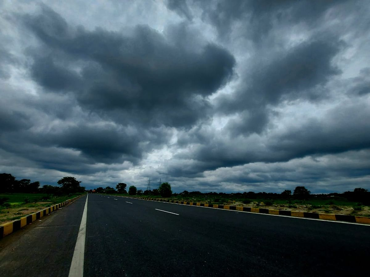 Cyclone Yaas In Bihar : बिहार में दिखने लगा यास का असर,आंधी, पानी और ठनका के आसार, NDRF, SDRF की 22 टीमें तैयार