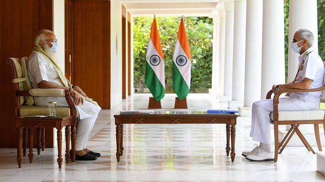 Corona Crisis: एयरफोर्स के कर्मवीरों के साथ नौसेना के जवान भी कोरोना के खिलाफ जंग में शामिल, PM मोदी ने की समीक्षा