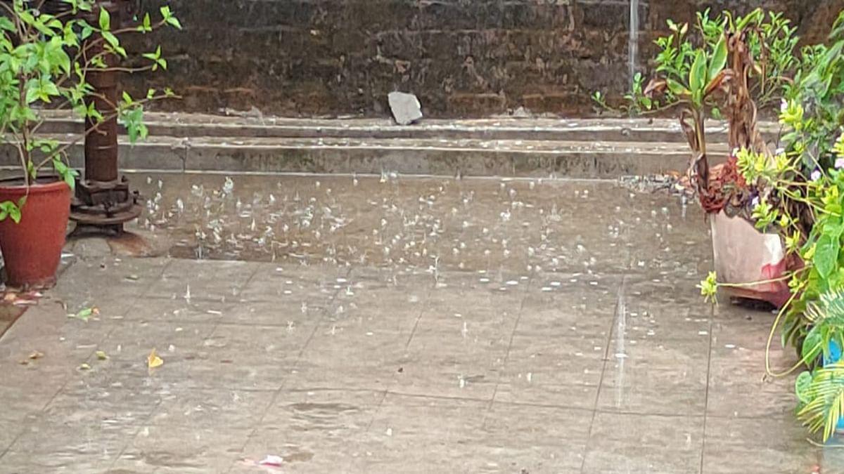 Jharkhand Weather News : रांची समेत अन्य जिलों में गरज के साथ बारिश, हजारीबाग में  ओले पड़े, जानें अन्य जिलों में मौसम का हाल
