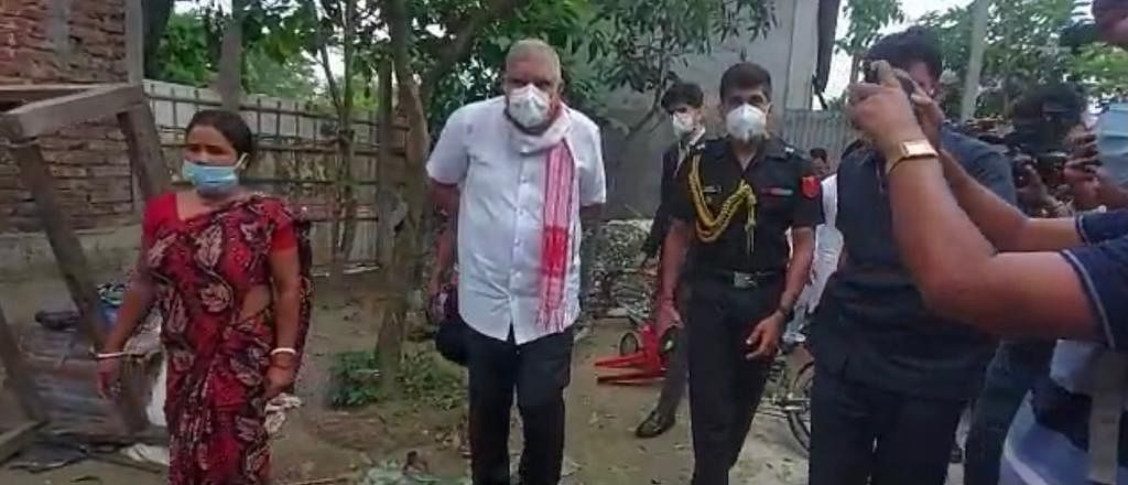ममता की मनाही के बावजूद हिंसा पीड़ितों से मिले राज्यपाल जगदीप धनखड़, कहा- 'देश के संविधान को नहीं मानती हैं CM'