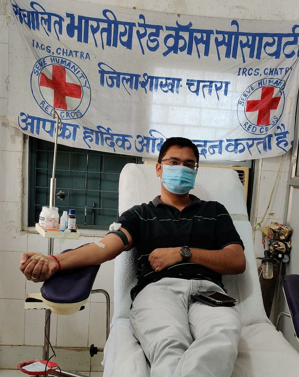 ...जब मजदूर पिता के एक फोन पर थैलेसीमिया पीड़ित बच्ची के लिए रक्तदान करने ब्लड बैंक पहुंचे चतरा एसपी ऋषभ झा