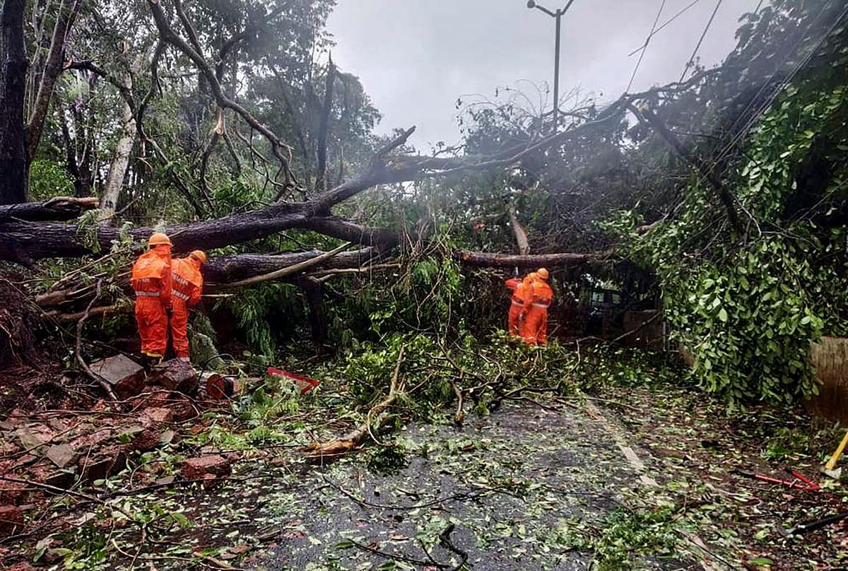 Cyclone Tauktae LIVE Updates : ताऊ ते तूफान अगले दो घंटे में गुजरात तट से टकरायेगा