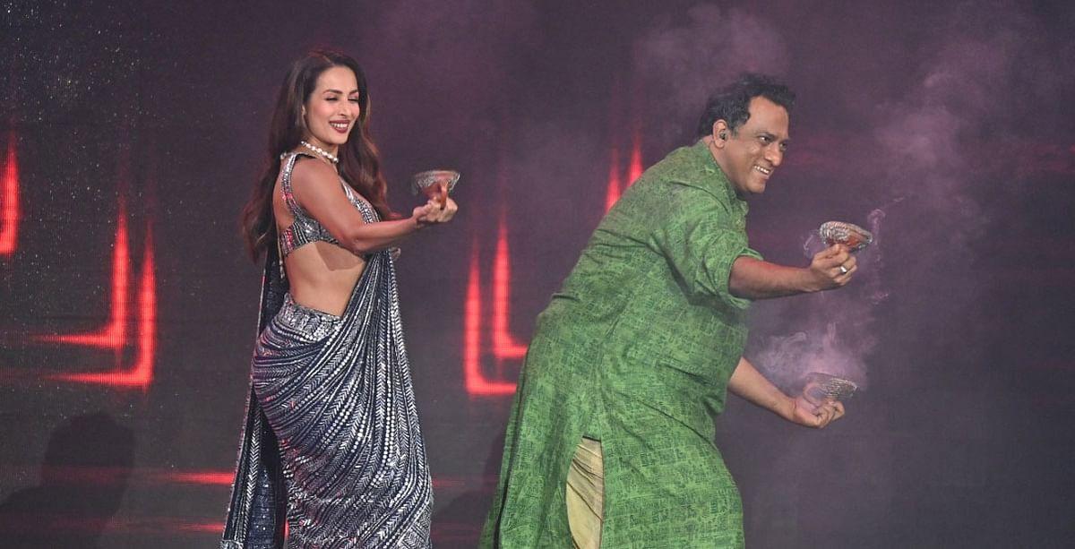 Malaika Arora ने Super Dancer 4 के सेट पर Anurag Basu  के साथ किया Dhunachi Dance, वायरल हुई Photos