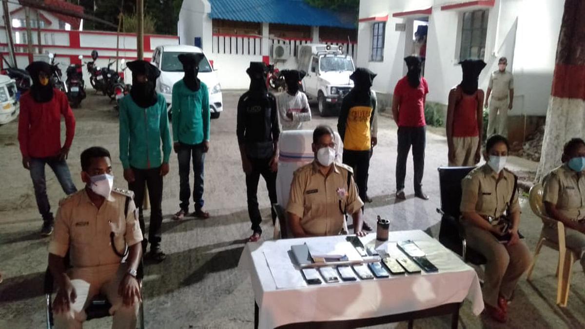देवघर के सारवां व मधुपुर क्षेत्र से 2 इंटर स्टेट साइबर क्रिमिनल समेत 10 गिरफ्तार, जानें इनका बिहार कनेक्शन