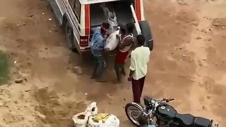 बिहार में एम्बुलेंस से ढोया जा रहा था बालू? पूर्व सांसद Pappu Yadav ने किया खुलासा, Video