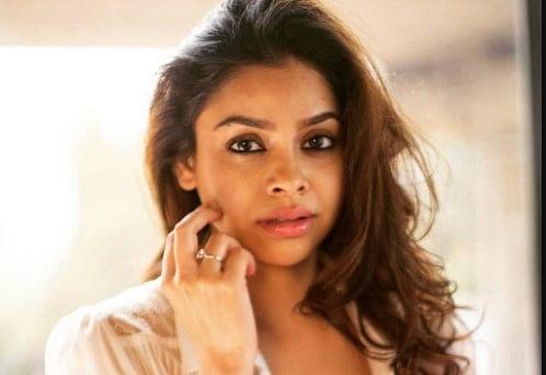 The Kapil Sharma Show की 'भूरी' ने चुराया फैंस का दिल, बॉडीकॉन ड्रेस में बेहद ग्लैमरस दिखीं सुमोना