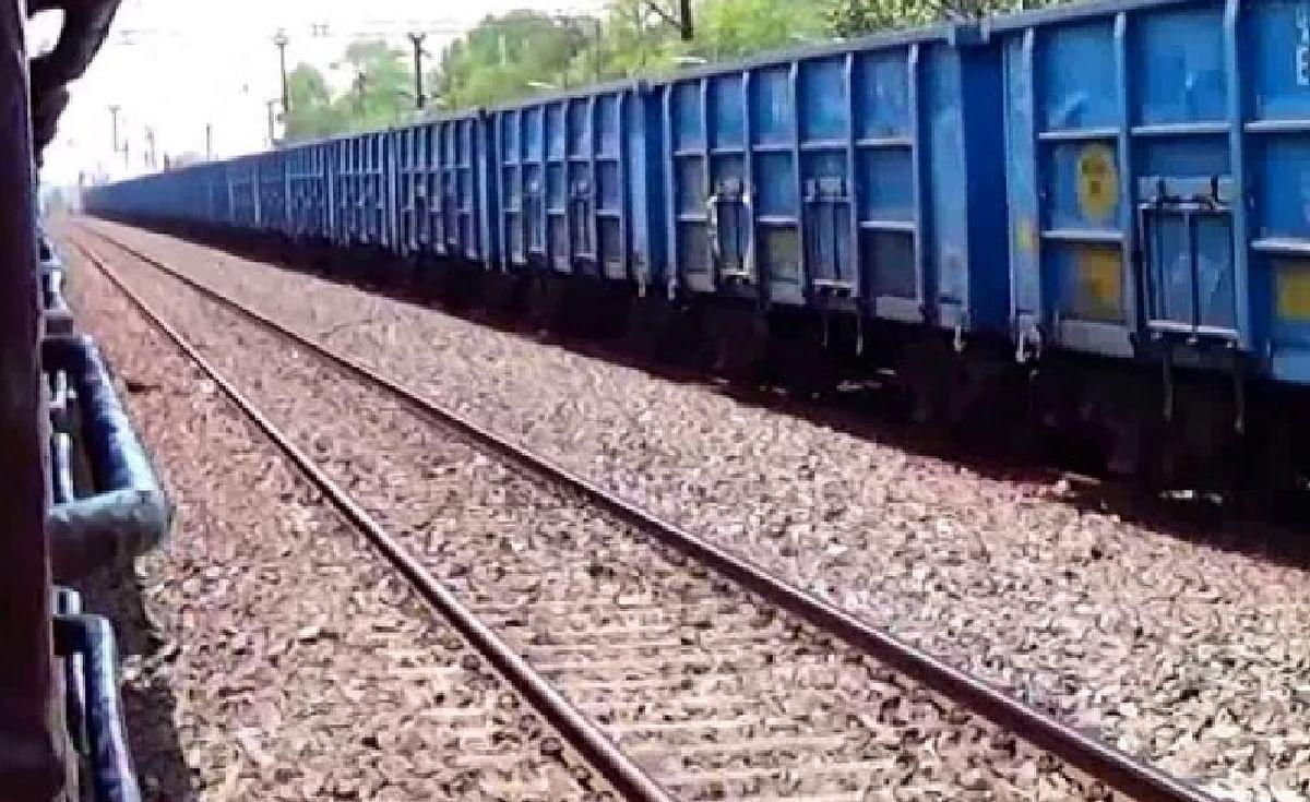 Indian Railways News : राजधानी की रफ्तार को भी पीछे छोड़ रही हैं मालगाड़ियां, बना रही हैं नये रिकार्ड