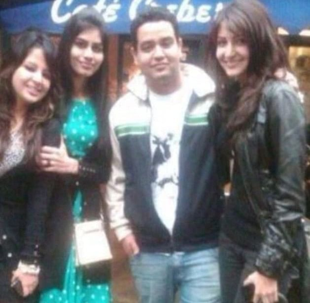 Bollywood & TV Updates : अनुष्का शर्मा और साक्षी धौनी रही हैं स्कूल टाइम फ्रेंड्स, वायरल हो रही ये PHOTOS