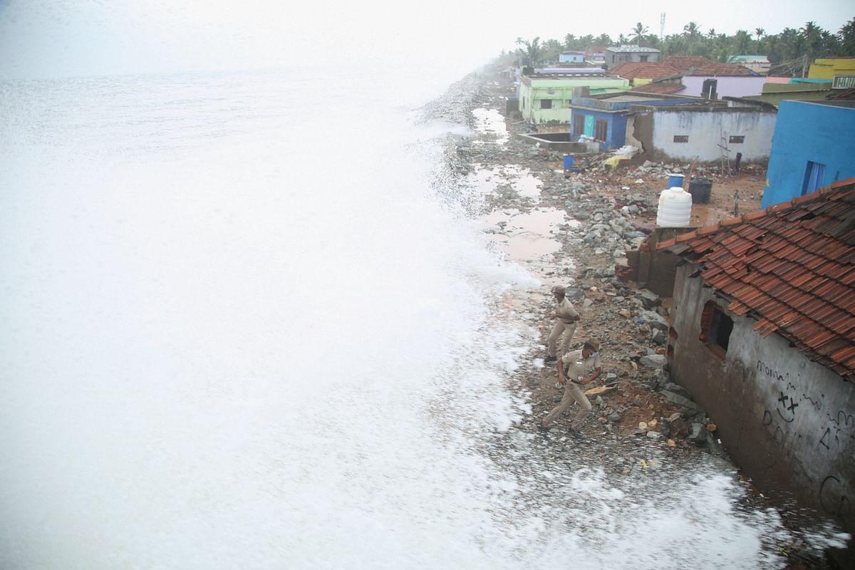 Weather Forecast /Tauktae Cyclone :  गुजरात तट पर पहुंचा चक्रवाती तूफान 'ताउ ते' तूफान