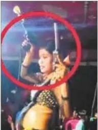नर्तकी ने पिस्तौल लहराते हुए किया डांस, वीडियो वायरल, एसपी ने दिया वीडियो की जांच करने का आदेश
