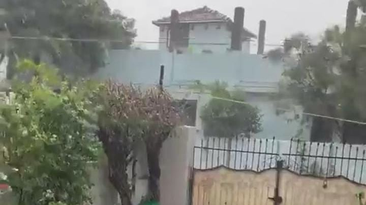 बिहार में मौसम ने मारी पलटी, दिनभर धूप के बाद इन जिलों में बारिश शुरू, IMD का अलर्ट जारी