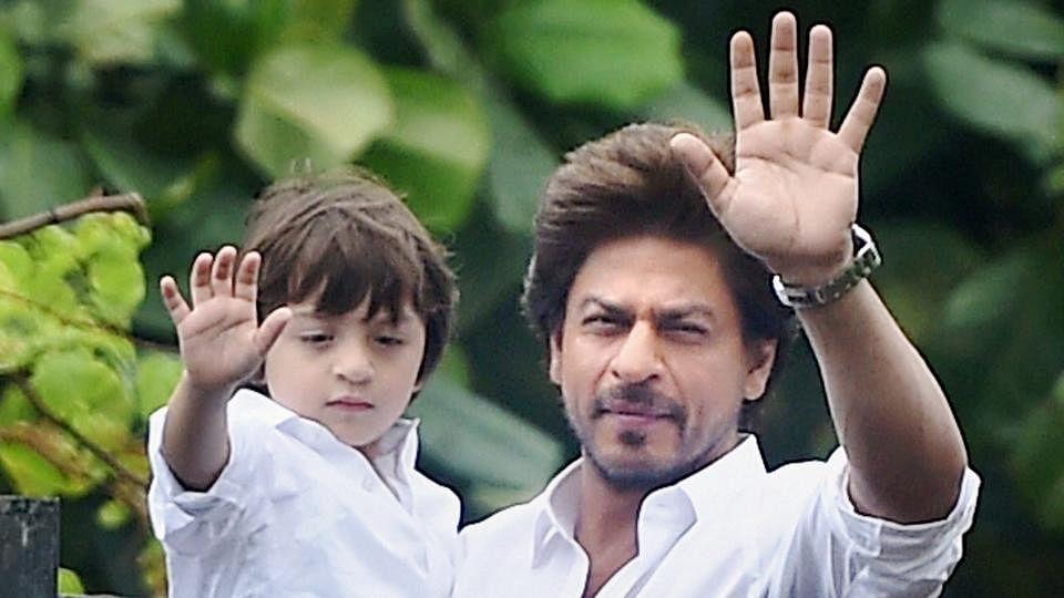 Happy Birthday AbRam Khan : जब शाहरुख के गाने पर डांस करते दिखे थे अबराम, खुद को थिरकने से रोक नहीं पाई थी सुहाना, VIDEO