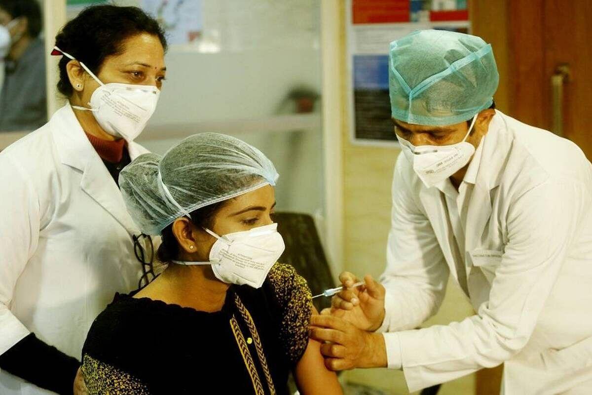 जून महीने में कोरोना वैक्सीनेशन ड्राइव में आयेगी तेजी, उपलब्ध रहेंगे लगभग 12 करोड़ टीके