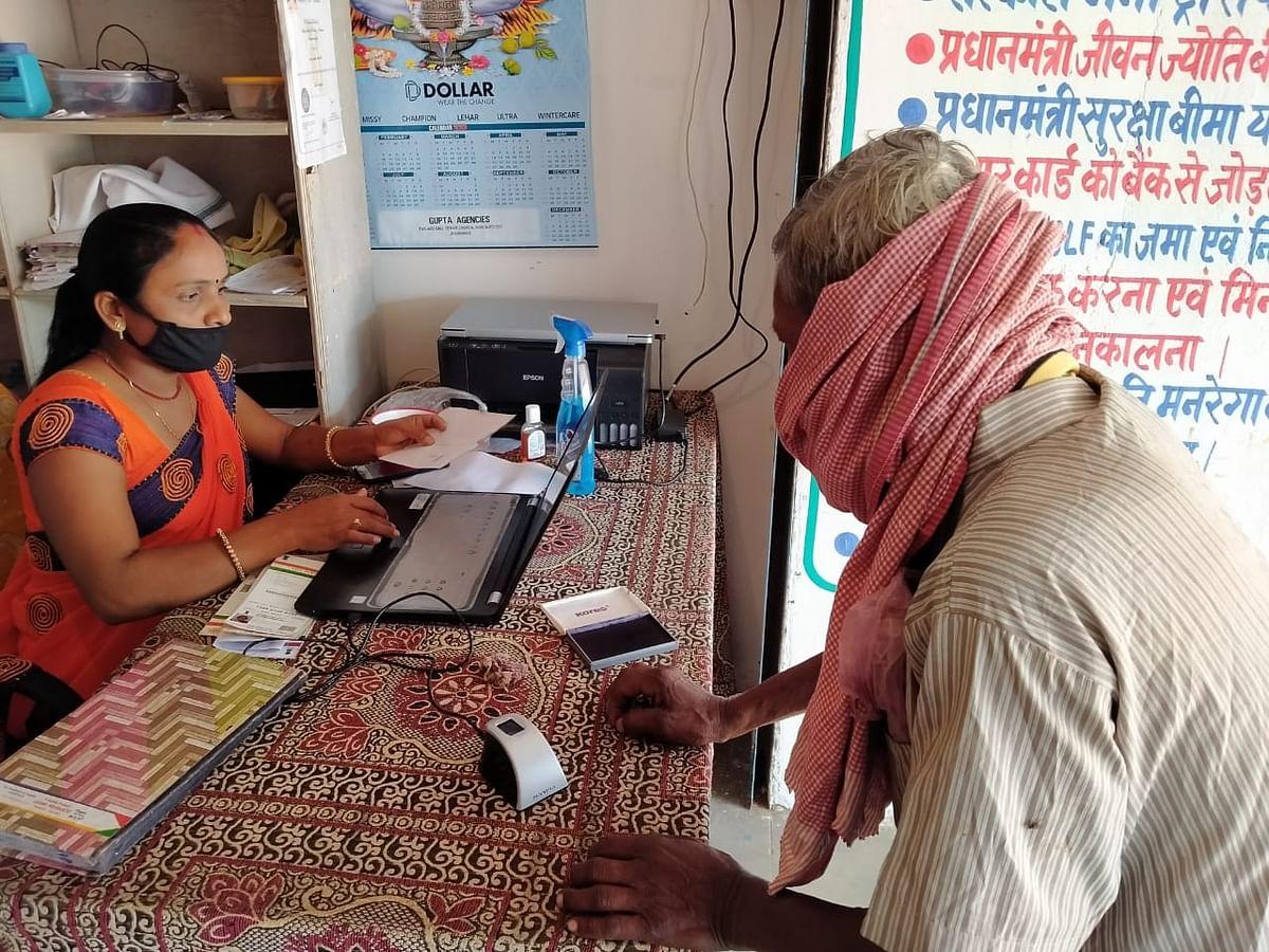 CM हेमंत सोरेन ने की घोषणा, झारखंड की सभी पंचायतों में बैंकिंग कॉरेस्पॉन्डेंट सखी की होगी नियुक्ति, पढ़िए कैसे कोरोना काल में ग्रामीण अर्थव्यवस्था की रीढ़ बनी हैं बैंक वाली दीदियां