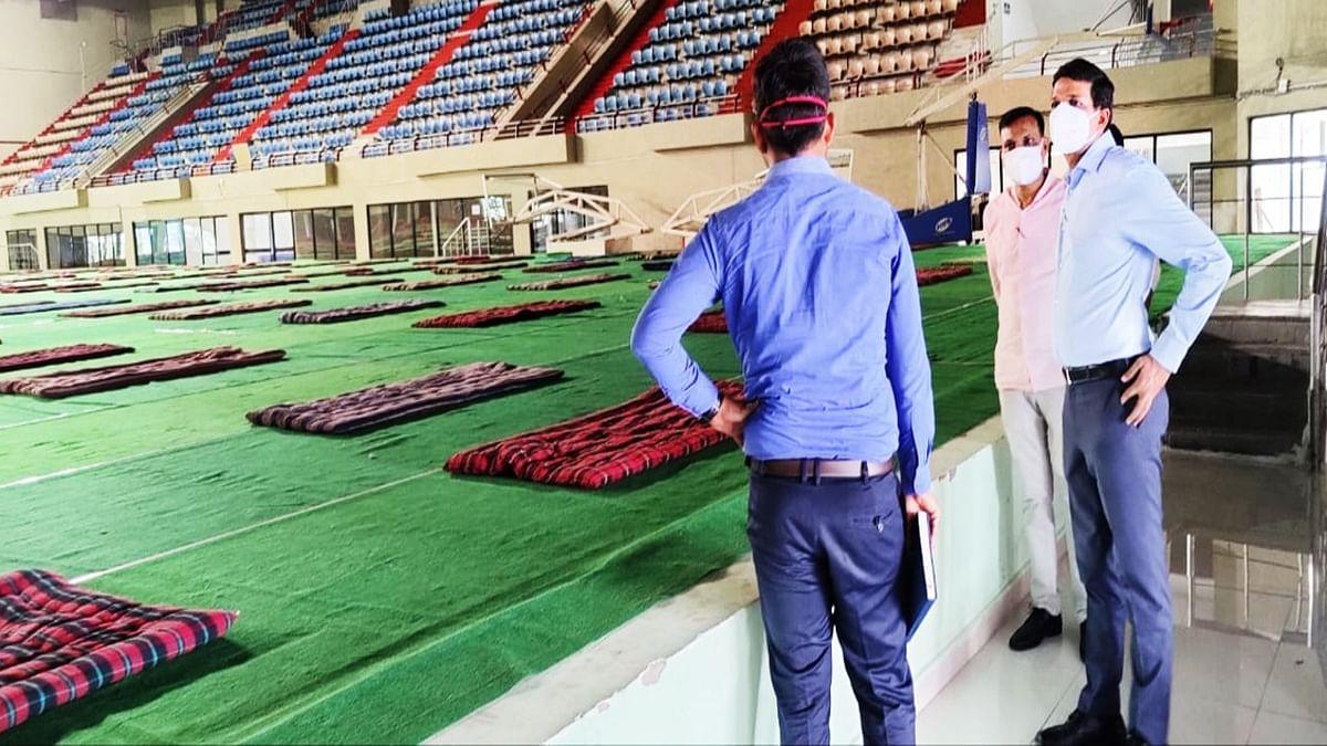 Coronavirus in Jharkhand : प्रवासी मजदूरों के लिए खेलगांव के टाना भगत स्टेडियम में बना कोरेंटिन सेंटर, रांची डीसी ने मूलभूत सुविधाओं का लिया जायजा