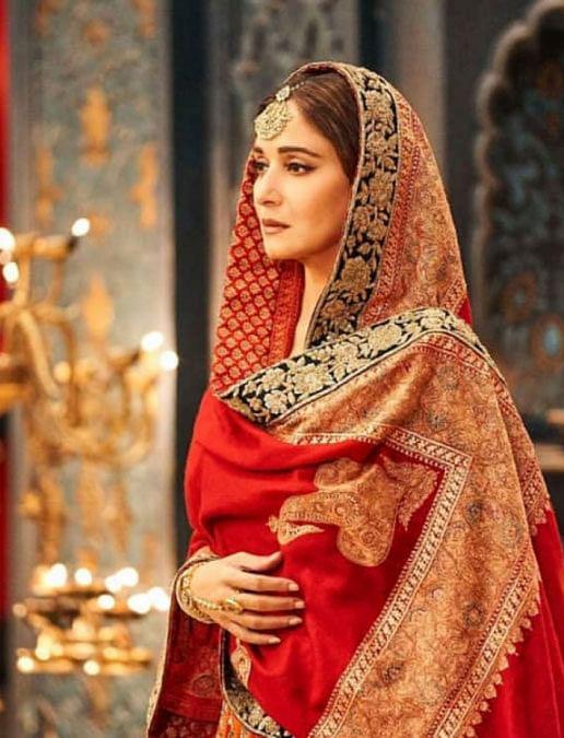 Happy Birthday Madhuri Dixit : 54 की हुईं माधुरी दीक्षित, ग्लैमर गर्ल से लेकर मां की भूमिका को बखूबी निभाया पर्दे पर
