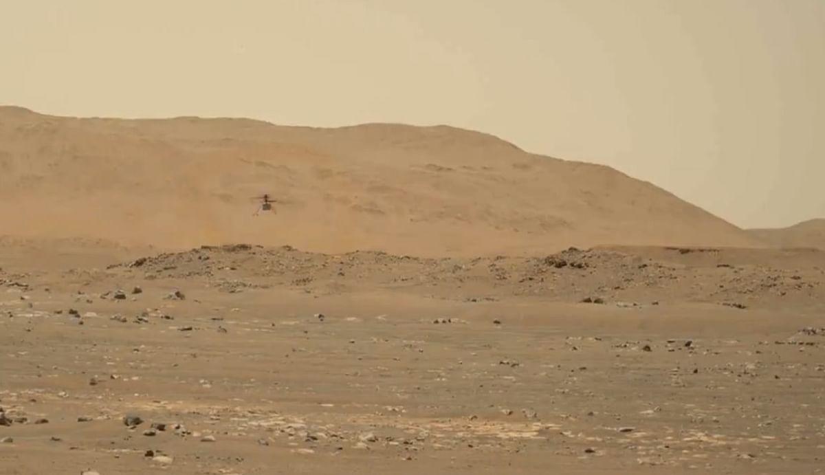 मंगल ग्रह की सतह पर उड़ रहा छोटा हेलीकॉप्टर, नासा के रोवर ने भेजा Video, आप भी देखें