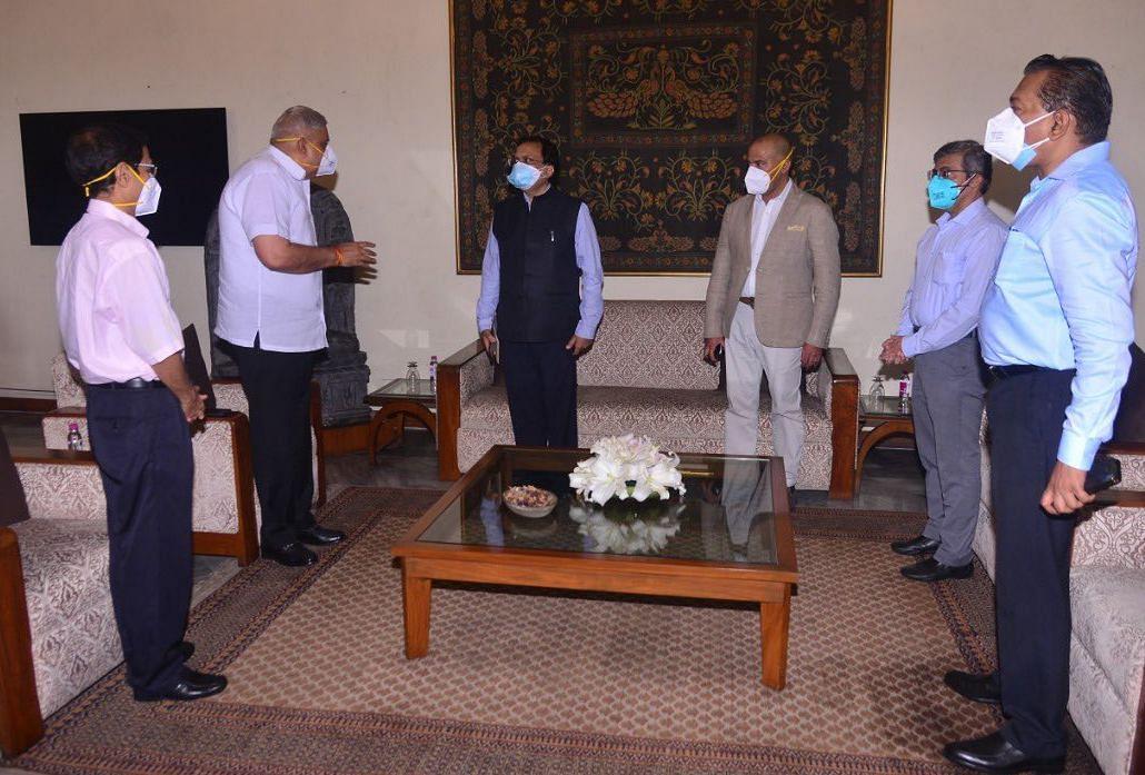 गृह मंत्रालय की टीम की राज्यपाल के साथ बैठक, बंगाल में जारी हिंसा पर बातचीत, केंद्र को सौंपेगी रिपोर्ट