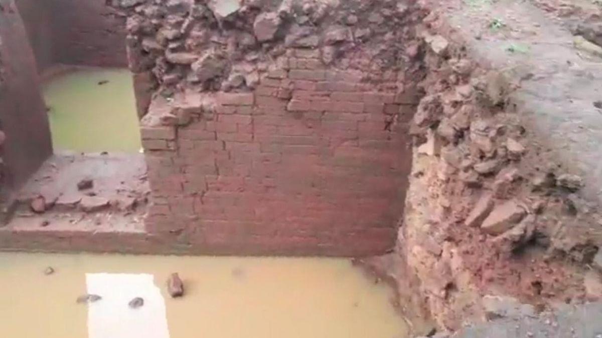 Jharkhand news : दो दिन की बारिश से पुरातात्विक स्थल में भरा पानी. जल निकासी की नहीं है कोई व्यवस्था.