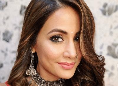 हिना खान ने ट्रांसपेरेंट टॉप में दिखाई दिलकश अदाएं, एक्ट्रेस की इन तसवीरों ने बढ़ा दिया इंटरनेट का पारा